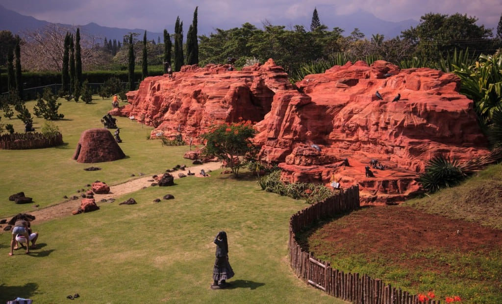 The escarpment in the Navajo Garden